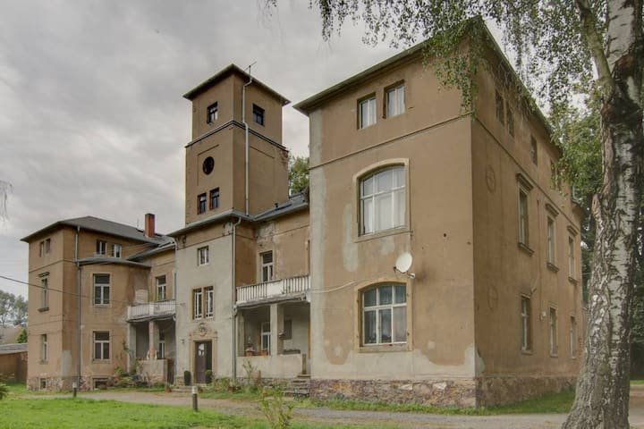 Schlafe im Schlosszimmer mit großer Terrasse