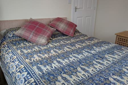 Lovely double room in Relaxed house Sheffield area - South Yorkshire - Dům