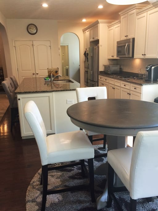 Breakfast nook & kitchen