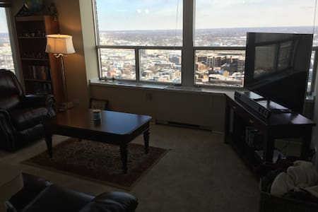 High rise 1 bedroom overlooking Indiana - Indianapolis