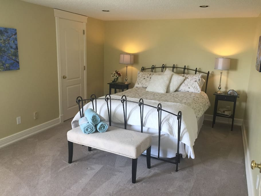 Garden View Room, Queen Bed with walk in wardrobe.