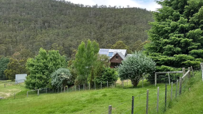 Rural retreat less than 15 minutes to Hobart CBD.