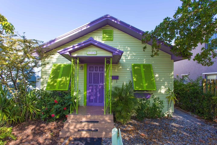 Downtown 3-2 cottage oasis with large heated pool