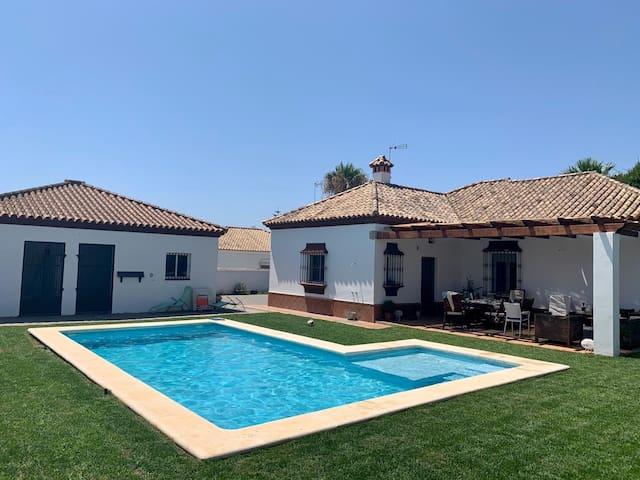 Chalet individual con piscina y wifi. Sancti Petri