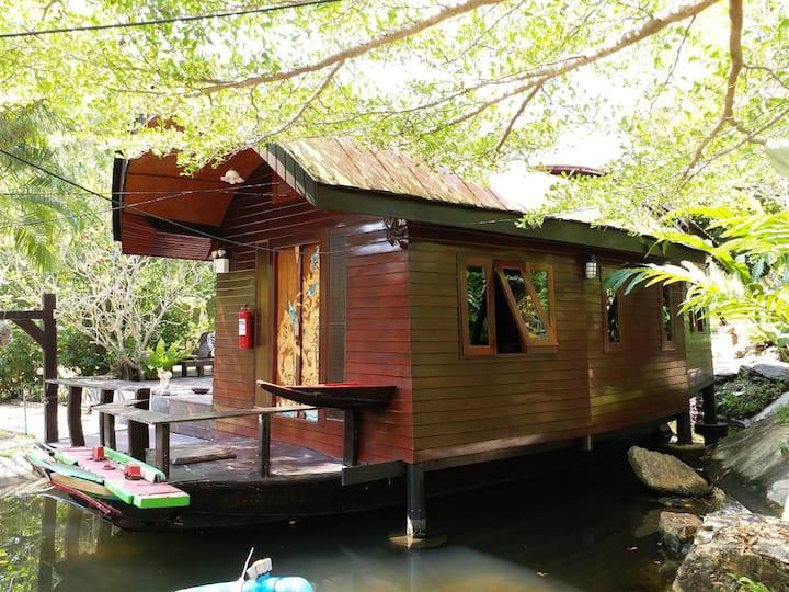 Roenthong Boat Garden View
