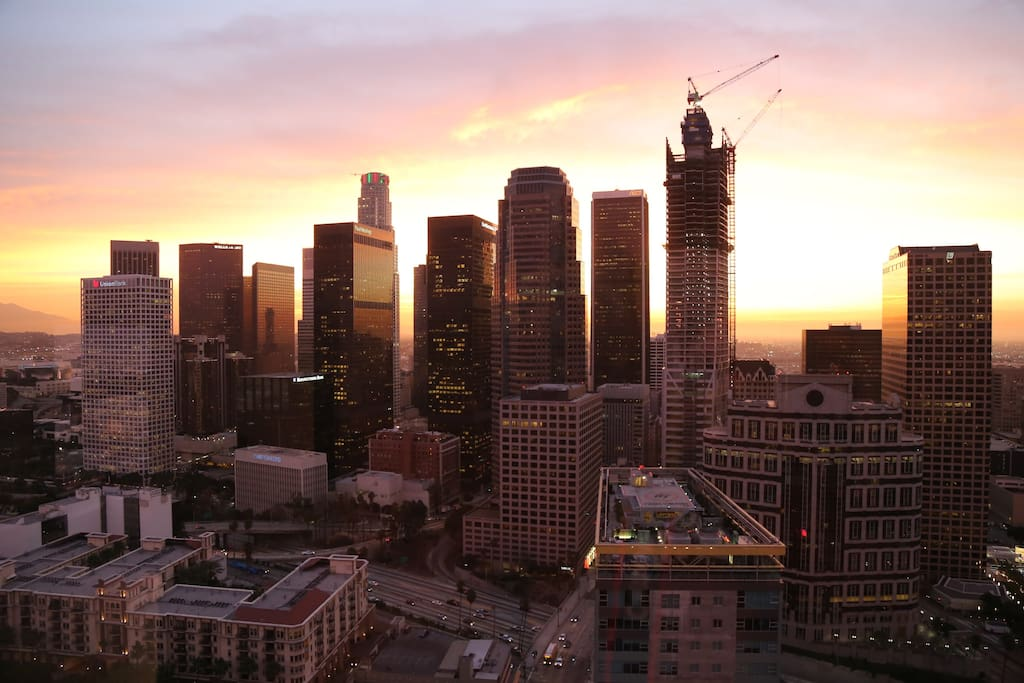 Downtown luxury high rise w views 2bd 2br condominiums for Highrise apartments in los angeles