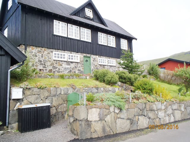 The house at seaside 1 - Kvívík - Huis