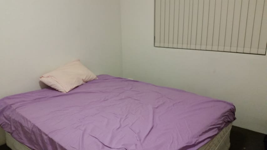 Shareroom in the heart of hurstville - Hurstville