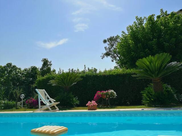 Casa con piscina, Numana
