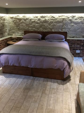 Luxury Guest Room in Oxfordshire Old Vicarage - Cuddesdon