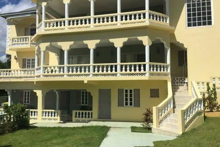 Hillview - Ház