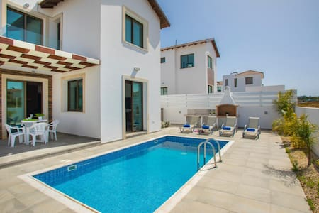 Levanda 31, Family Friendly and Perfect Location!