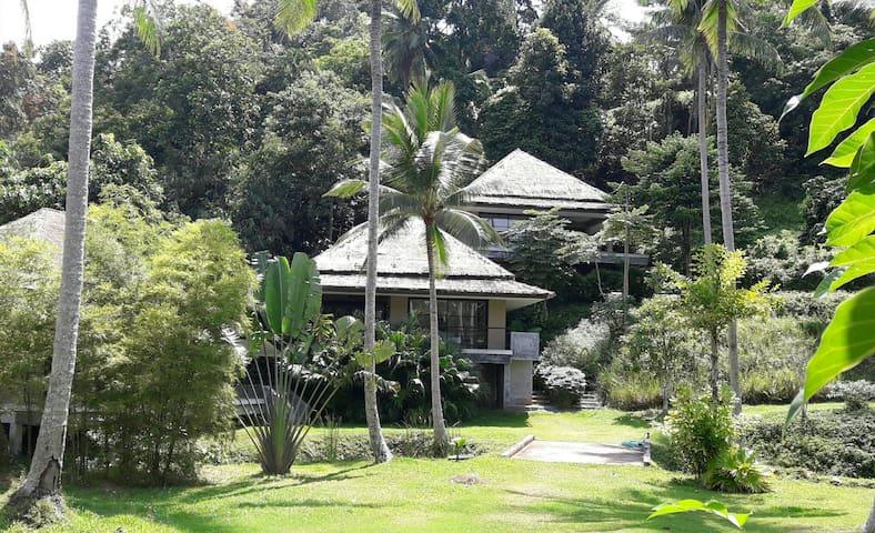 Peaceful tropical modern 1 bedroom villa
