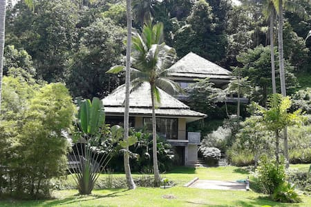 Peaceful tropical modern 1 bedroom villa