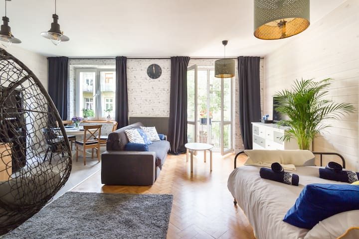 Cracow Magic Spacious and Airy Studio (40 sq m)