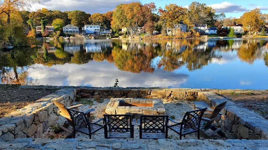 Lavish Lake House PRIVATE BEACH+Firepit BEST OF CT