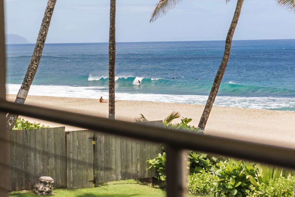 Pipeline views from the upstairs deck. Beach towels/toys/umbrella/chairs among other things are provided!
