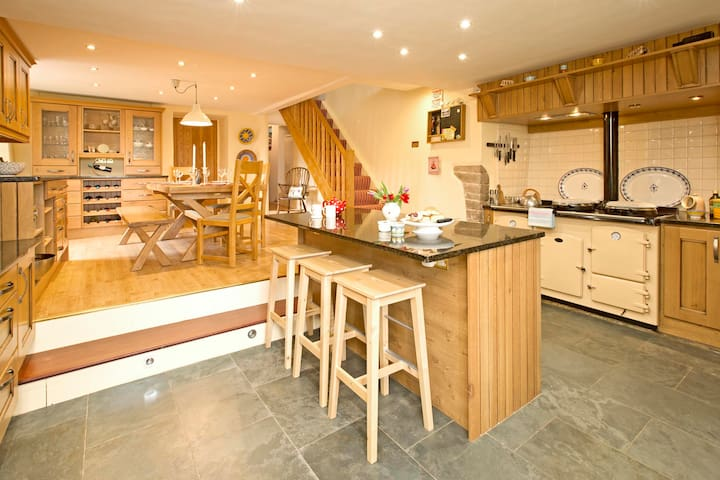 Handsome Farmhouse for large families dog friendly