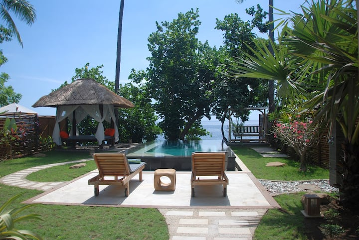 Beachfront Villa / Ocean view / Coral reef