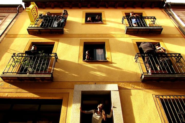 Duermevela, un hogar en el centro de Segovia.