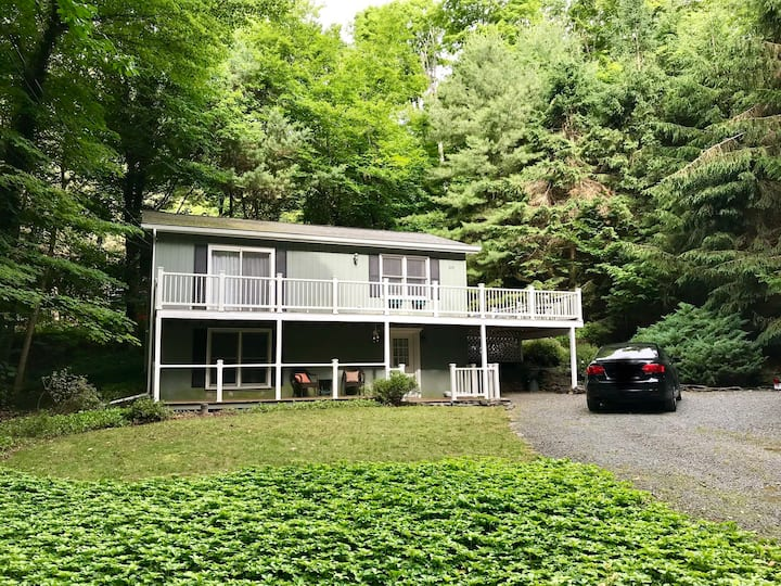 The Lake House - 500 ft. from Lake Wallenpaupack