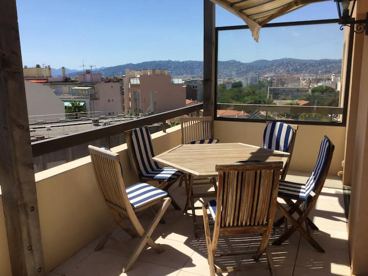 Apartment with 2 bedrooms in Antibes, with wonderful sea view and terrace - 300 m from the beach