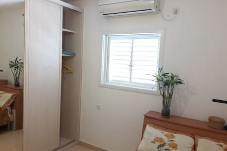 lovely room in  Bat-Yam