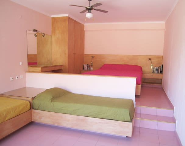 The Pink Room (Santa Xenia) - Galaxidi - Apartamento