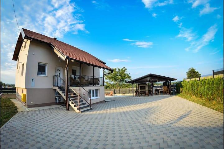 Geräumiges Ferienhaus in Gračec mit privatem Pool