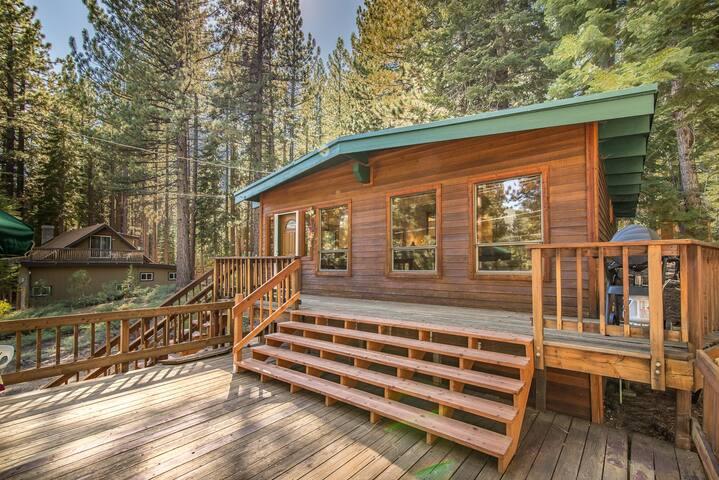 Pet-Friendly Tahoe Cabin - South Lake Tahoe - Cabin