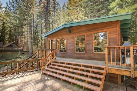 Pet-Friendly Tahoe Cabin - South Lake Tahoe - Cabane