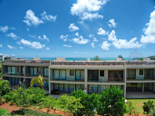 AZFO 71  3BR beach view apartment in Roches Noires - Roches Noires - Apartamento