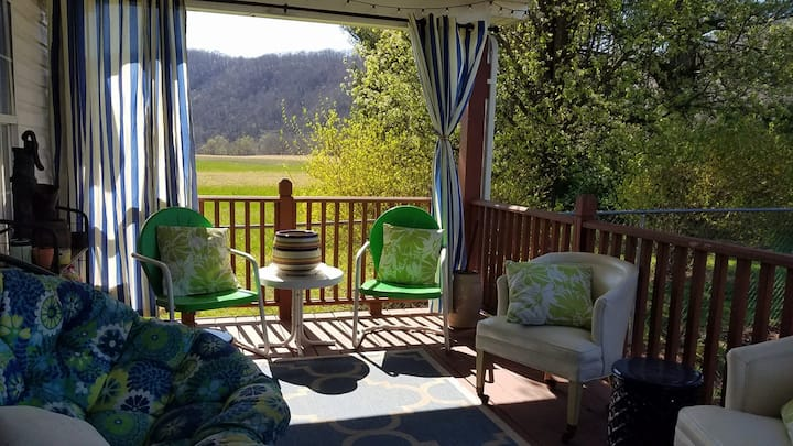 CampAldo River Retreat - Family and Pet Friendly