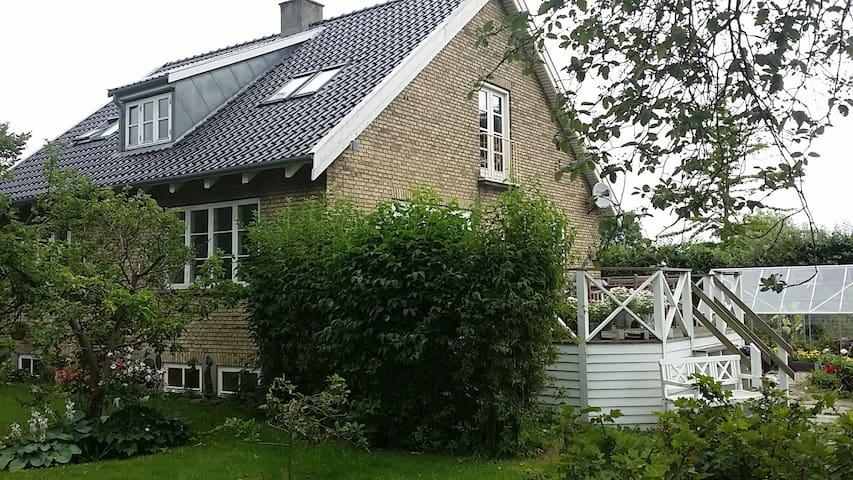 Dobbeltværelse på 1.sal i villa i Roskilde