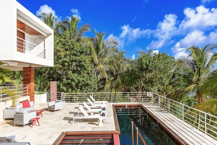 6 bedroom Cocosan w/ Geejam Hotel Access