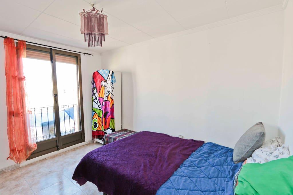 Simple y cómoda habitación.