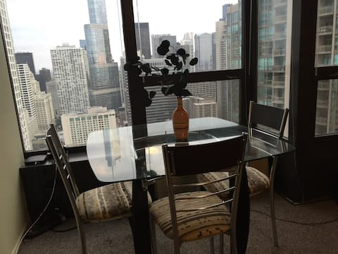 lux furnished condo with A+++ view in River North