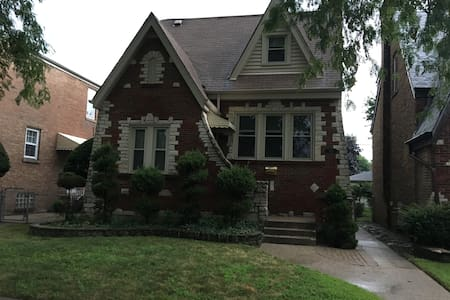 Suburban Chicago English Cottage: Room 2 - Berwyn