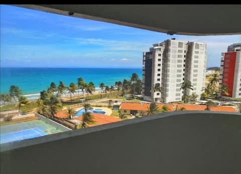 Amplio apartamento con terraza y vista al mar