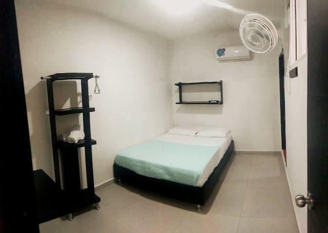 Amplia Habitación/BañoPrivado/Desayuno/Aire/WiFi2