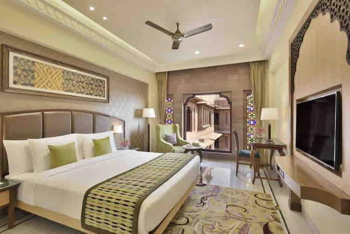 Private room delhi rohini sector24 with bathroom