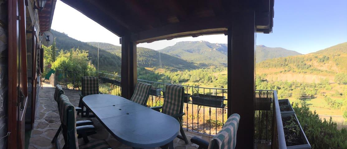 Preciosa casa de montaña en Jasa - Jasa