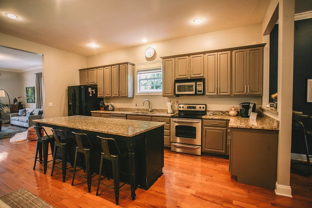 Kitchen with coffee bar - Keurig coffee maker and coffee are provided