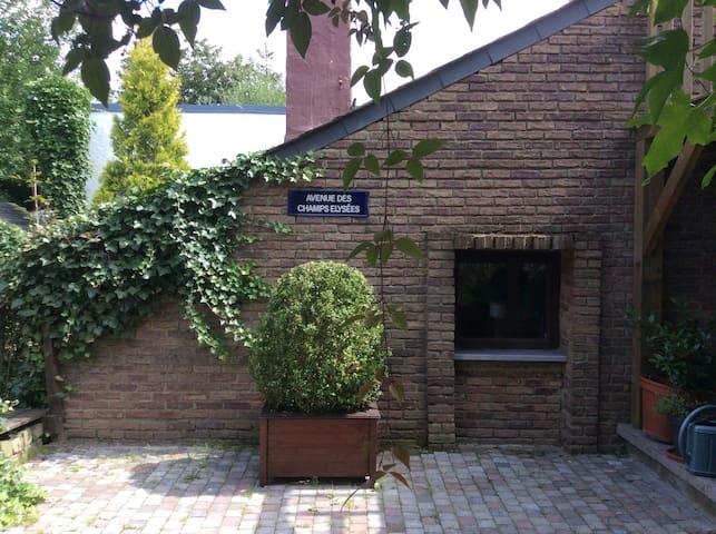 """Studio """"ligne claire""""  vue jardin - Éghezée - Guesthouse"""