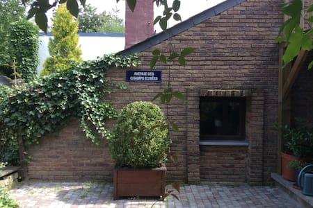 """Studio """"ligne claire""""  vue jardin - Éghezée"""