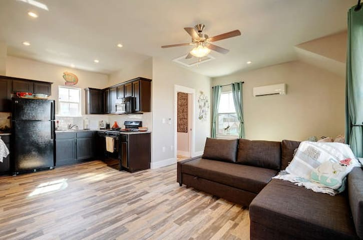 Cozy Crestview retreat (N. Central) - Austin - Huoneisto