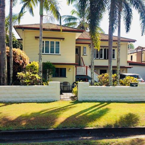 Cairns Downtown Entire Studio  (Private Entrance)