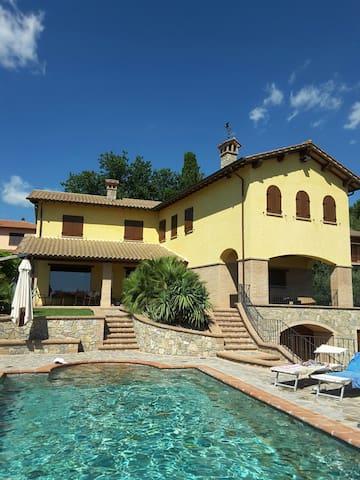 """Villa """"Poggio delle Aquile"""" - Castiglione del lago - Villa"""