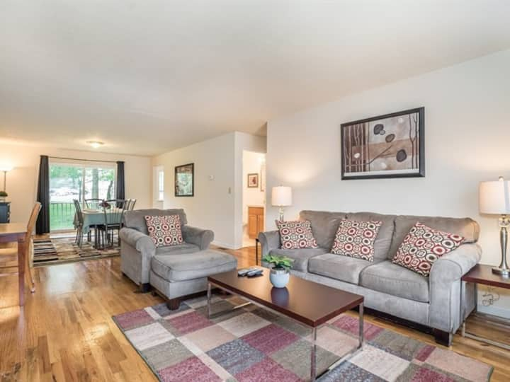 Spacious 3 BR 2 bath apartment-18
