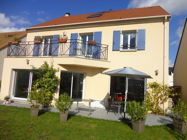 Bed & Breakfast privé (PHONE NUMBER HIDDEN) pers. - Montesson - Penzion (B&B)